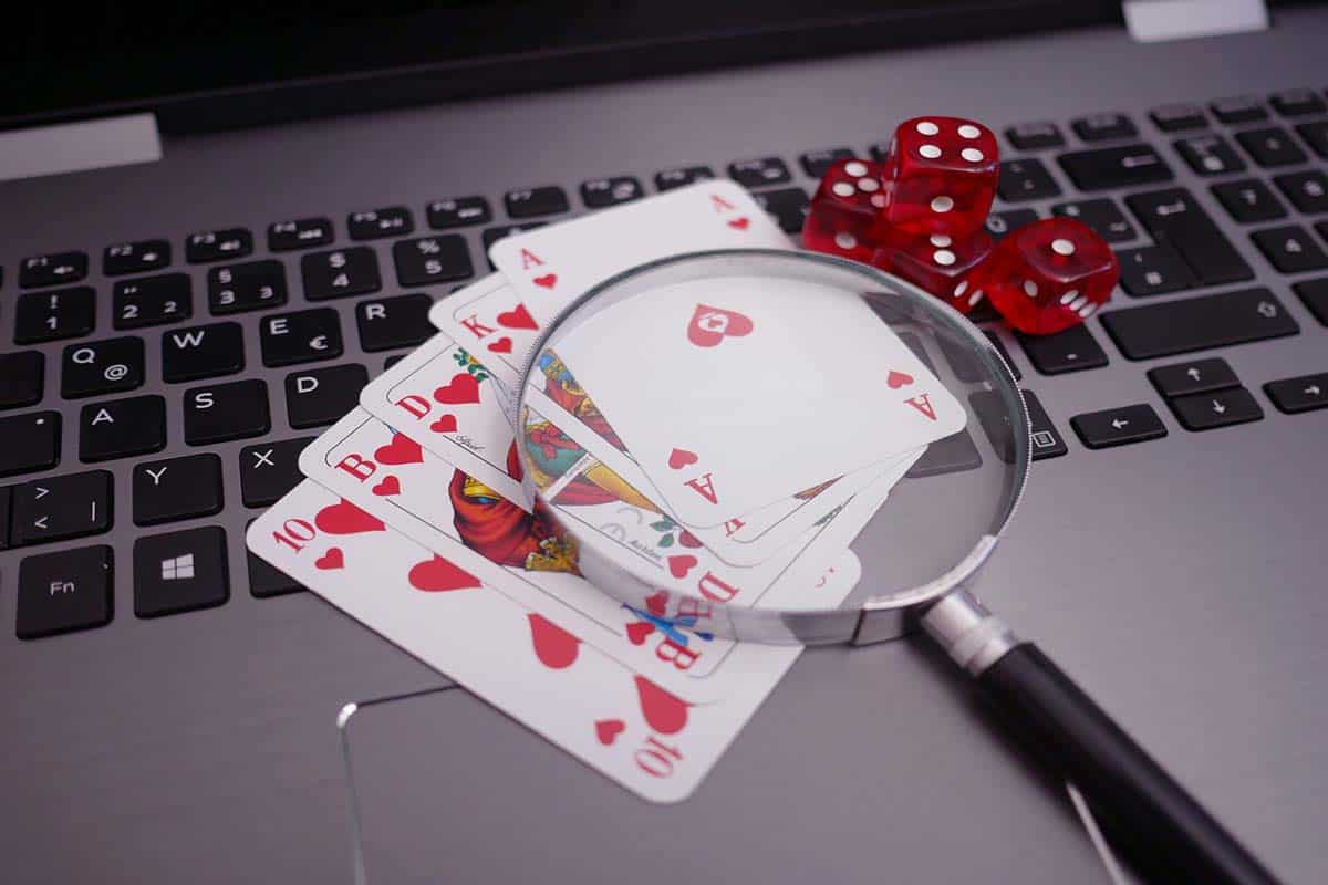 How Online Poker Is Equivalent To Traditional Poker
